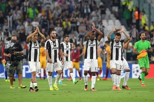 TURIN, ITALY - SEPTEMBER 14: Players of Juventus FC salutes the fans at the end of the UEFA Champions League Group H match between Juventus FC and Sevilla FC at Juventus Stadium on September 14, 2016 in Turin, Italy. (Photo by Valerio Pennicino/Getty Images)